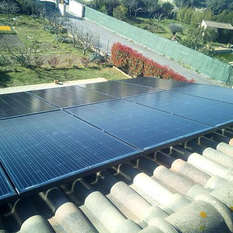 Installation de panneaux photovoltaïques à Saint-Laurent-d'Aigouze
